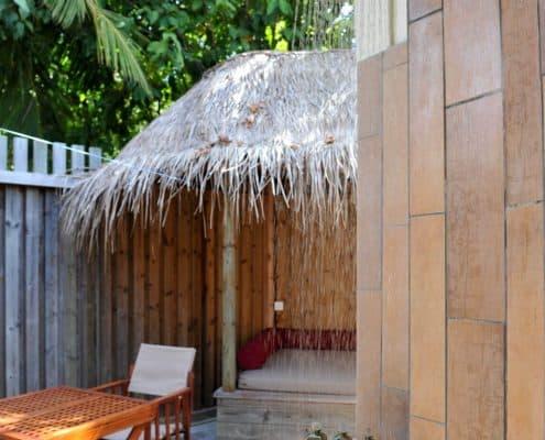 Komandoo Island Resort & Spa Jacuzi Beach Villa Aussenbad