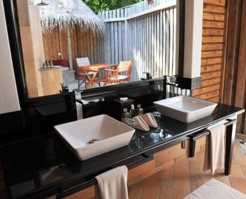Komandoo Island Resort & Spa Jacuzi Beach Villa Bad