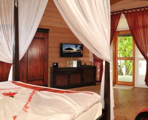 Komandoo Island Resort & Spa Jacuzzi Beach Villa Innen